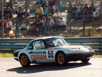 Karl Jacobi compitiendo en carrera automovilística